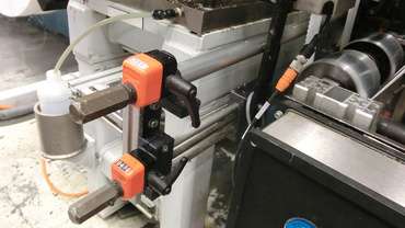 Picture sensor adjustment for the film/foil line center regulation is positioned using the drylin® linear unit