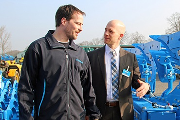 Mark Verhülsdonk (left), in charge of design of the overload element of the Karat 9 and Florian Blömker, technical staff in the field service at igus®.